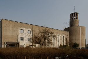 800px-Bunkerkirche_St._Sakrament_in_Duesseldorf-Heerdt,_von_Westen